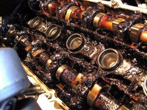 Thay dầu không đúng hạn và những tác hại thấy rõ